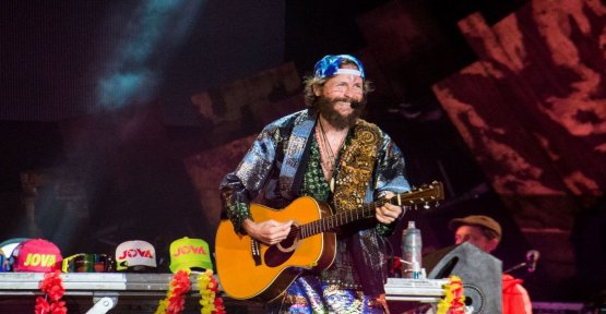 Jovanotti, the Beach Tour is close to Linate airport: grand finale with crowd, and a duet from space