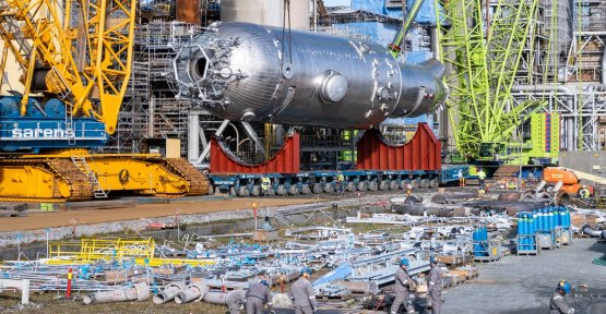 Huge løftejobb by Norway's largest oil refinery – bytes out 500 tonnes of heavy money maker