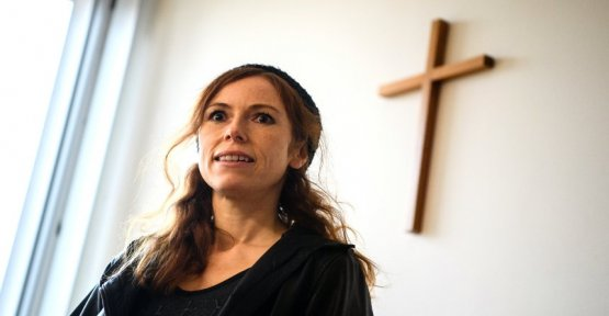 Antje Mönning: For heaven's sake-nun because of revealing poses in front of the court