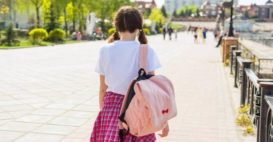 Because of other harassed: father daughter walk to school