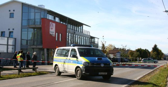 Bomb threat: employment Agency vacated in the short term