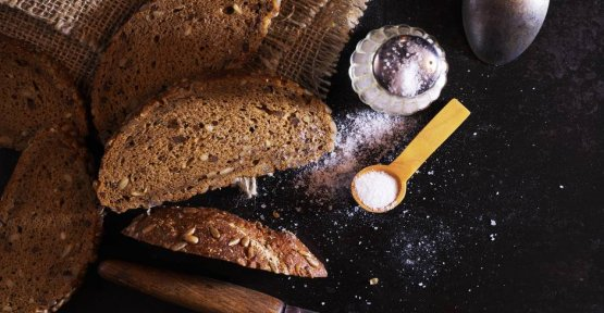 Bread and salt: Why you should offer it to the feeder?