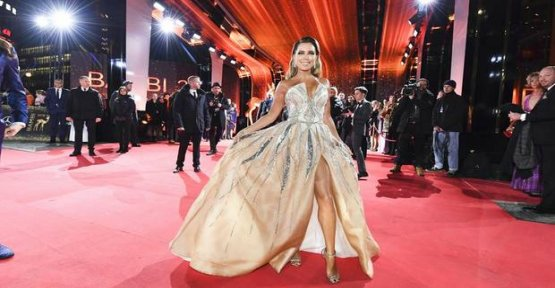 Sylvie Meis: it shows itself in the pompous glitter Dress