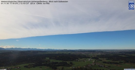 Weather phenomenon: the riddle of the straight cloud edge