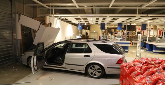 short & krass: 24-Year-old a crash with a car in the Ikea store