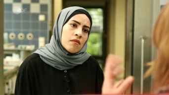 Frontal 21: contribution triggers emotional debate reporter with headscarf enraged viewers
