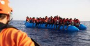 Cruise ship 111 migrants on way to Italy