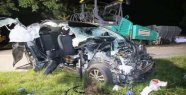 Car with three young people from tar machine slit - Detail shocked