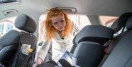 Straps on the child car seat to tighten tight