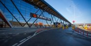 The airport in Moscow: a man applied to the aircraft to roll over