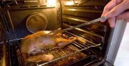 Mother cleans the oven for nine years -...